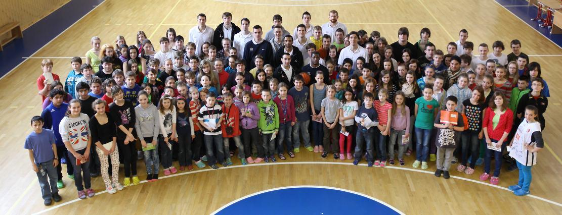 Muži A týmu ve škole v Sadské
